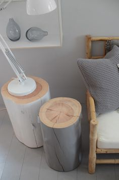 Wooden stulp. Hout. Boomstammetjes. White. Wit. Grey. Grijs. Decoration.