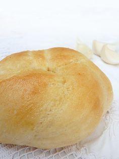 újfokhagymás zsemle Hamburger, Bread, Candy, Food, Brot, Essen, Baking, Burgers, Meals
