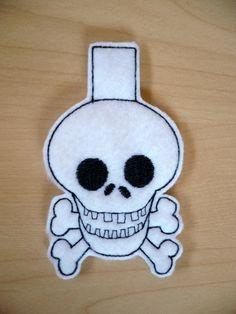 Skull peg cozy