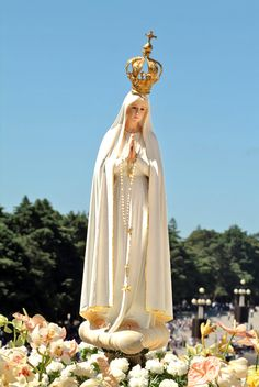 "Remember Our Lady of Fatima said, ""The final battle between the Lord and the reign of Satan will be about marriage and the family. Blessed Mother Mary, Blessed Virgin Mary, Catholic Art, Religious Art, Catholic Churches, Fatima Portugal, La Salette, I Love You Mother, Lady Of Fatima"