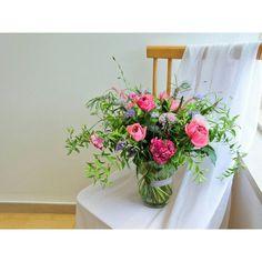 Instagram의 아뜰리에로망(@atelier_romance) 꽃주문 및 클래스문의 카톡아이디 floristjulie  www.atelier-romance.co.kr #꽃 #플라워 #플로리스트 #flower #flowers #florist #꽃다발 #미니다발 #핸드타이드 #handtied #bouquet #꽃바구니 #플라워박스 #꽃주문 #꽃선물 #플라워레슨 #플라워클래스 #강남역꽃집 #강남꽃집 #작업실 #아뜰리에로망 #atelier_romance
