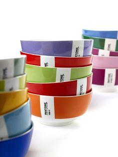 Kommen van porselein in 15 verschillende kleuren.