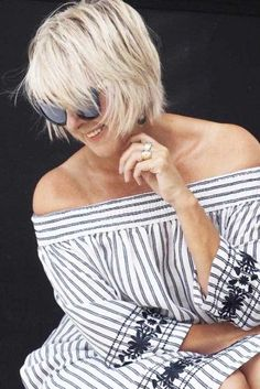 Messy Layered Bob For Thin Hair ❤ Looking for youthful bang hairstyles for older women? Modern pixie cuts, simple medium and shoulder length hairstyles with bangs, and lots of ideas are here! Short Shaggy Haircuts, Short Shag Hairstyles, Hairstyles With Bangs, Cool Hairstyles, Elegant Hairstyles, Bobs For Thin Hair, Short Hair With Layers, Layered Hair, Haircut For Older Women