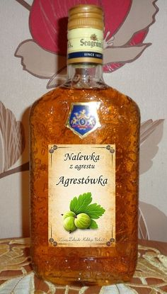 składniki:   1 kg dojrzałego agrestu (najlepiej czerwonego),    garść truskawek (dla koloru i poprawy smaku)   0,5 kg cukru,   laska ... Alcohol Recipes, Fruit Recipes, Christmas Food Gifts, Irish Cream, Keto Diet For Beginners, Food Design, My Favorite Food, Whiskey Bottle, Food And Drink