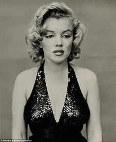 Marilyn Monroe - close up in black & white
