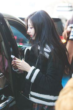Lovelyz-Yein 180226 ICN 입국 Yein Lovelyz, Chinese Name, Ulzzang Korean Girl, Woollim Entertainment, Asian Girl, Dancer, Idol, Leather Jacket, Actresses
