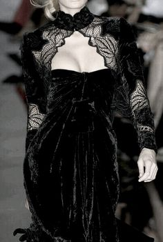 Elie Saab at Couture Fall 2006 - Details Runway Photos Dark Fashion, Gothic Fashion, High Fashion, Emo Fashion, Edwardian Fashion, Steampunk Fashion, Couture Fashion, Runway Fashion, Womens Fashion