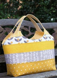 Big Patchwork Tote made by Kirsty at Bonjour Quilts from Krista's book Make … Big patchwork bag by Kirsty at Bonjour Quilts from Kristas book Make it, Take it. Patchwork Bags, Quilted Bag, Patchwork Quilting, Handmade Handbags, Handmade Bags, Handmade Bracelets, Tote Purse, Tote Handbags, Bag Patterns To Sew