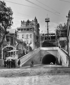 Third Street tunnel, Angels Flight, and Bunker Hill mansions - vintage Los Angeles photo. California History, Vintage California, Southern California, California Camping, Los Angeles Area, Downtown Los Angeles, Los Angeles County, Los Angeles California, Old Pictures
