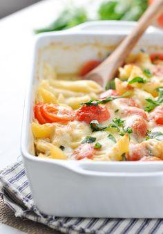 Dump-and-Bake Chicken Caprese Pasta! Easy Dinner Recipes | Healthy Dinner Recipes | Dinner Ideas | Healthy Recipes Easy | Healthy Dinners | Chicken Recipes | Pasta Recipes | Italian Recipes
