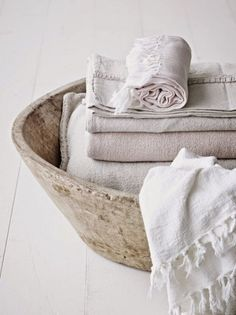modern and neutral colored home deco and scandi style. Linens And Lace, Bathroom Inspiration, Cheap Home Decor, Home Textile, Hygge, Warm And Cozy, Home Remodeling, Homemaking, Sweet Home