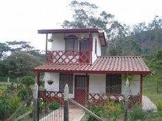 modelo de casas bonitas y pequeñas Village House Design, Village Houses, Tiny House Design, Small Country Homes, Surf House, Rest House, Kerala Houses, Two Storey House, Cabins And Cottages