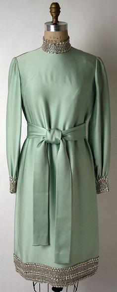 Evening dress fall/winter 1968-69 Norman Norell #Reine #ReineWorld #RW #SequinDress #SequinWorld #EveningDress #PartyDress #Dress #DressesInAmman #Fashionista #FashionAddict #BeReine #BeStylish #BeFashion #Amman #Jordan #JO #AFW #2014 #YOLO #InstaReine #Dresses #ReineJordan #ReineJo #Dubai