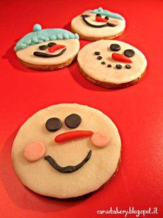 biscotti pupazzo di neve di pasta frolla allo zucchero di canna e pasta di zucchero