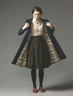 The brown shoes, black tights, brown skirt. The plaid giving it definition. I like the long coat. The buttoned up shirt looks less childish and uptight with a coat. The button up shirt looks vintage too. Vintage Outfits, Vintage Fashion, Modern Witch Fashion, Librarian Style, Mode Chic, Vintage Mode, Looks Vintage, Character Outfits, Facon