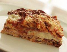 Lasanhas | Receitas Do Céu Lasagna, Pasta, Ethnic Recipes, Food, Chicken In White Sauce, Chicken Lasagne, Gnocchi, Grated Cheese, Sauce Recipes
