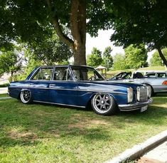 Mercedes W114, Old Mercedes, Classic Mercedes, Mercedes Benz Cars, Vw Cars, Abandoned Castles, Cars And Motorcycles, Hot Wheels, Cool Cars