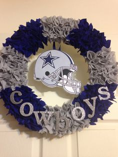 Best 11 Clothes pin wreath…make one for each family with favorite team theme – SkillOfKing. Dallas Cowboys Crafts, Dallas Cowboys Wreath, Football Wreath, Dallas Cowboys Football, Pittsburgh Steelers, Felt Wreath, Wreath Crafts, Diy Wreath, Burlap Wreath