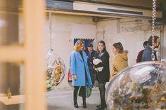 Visiteurs au vernissage de l'exposition de la Fondation Lafayette, qui finance la production d'œuvres contemporaines.