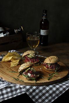 Carpaccio Sandwich with roasted veggies and Mustad sauce. Bocata de carpaccio con verduras asadas y salsa de mostaza.