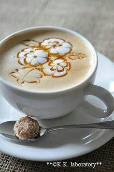 The Most Satisfying Cappuccino Latte Art - Coffee Brilliant Cappuccino Art, Coffee Latte Art, Coffee Cafe, Coffee Drinks, Coffee Mugs, Coffee Shop, La Coffee, Coffee Company, Coffee Lovers