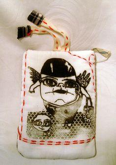 Eine kleine Tasche, bedruckt per Siebdruckverfahren mit Motiv (Illu von meine Schwester)..Bestrickt,künstlerisch...Einmalig...  Geeignet als Händy,Fot