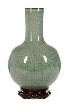 Chinese Ge Ware Style Large Bottle Vase on Stand, 20th century.