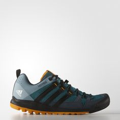 These men's versatile approach shoes let you run, climb and hike fast, moving easily between outdoor activities. They're light and flexible, with a breathable mesh upper. A Stealth® rubber toe cap and climbing zone in the forefoot maximise rock contact, while a TRAXION™ outsole provides optimal grip.
