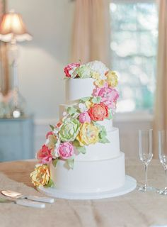 gorgeous sugar flower cake! | Landon Jacob #wedding