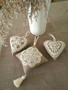 Crochet Lace Pattern For Table Runners Crochet Motifs, Crochet Doilies, Crochet Flowers, Crochet Patterns, Doilies Crafts, Burlap Crafts, Diy And Crafts, Crochet Rope, Knit Crochet