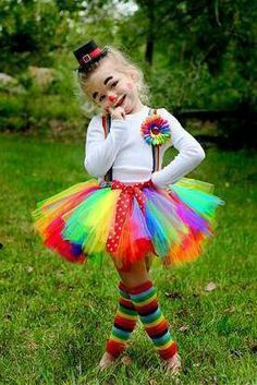 88 der besten DIY No-Sew Tutu Kostüme - Fasching-Karneval-Kostum - halloween costumes Girl Clown Costume, Halloween Tutu Costumes, Little Girl Costumes, Costume Carnaval, Cute Costumes, Halloween Kids, Halloween Party, Clown Costumes Kids, Lollipop Costume