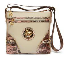 Um dia cheio de alegria com uma mala Cavalinho! A day filled of joy with a Cavalinho handbag! Ref: 1100022