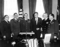 1961. 25 Janvier. By Abbie ROWE. AR6293-A. David M. Shoup, Thomas D. White, Lyman L. Lemnitzer (Chairman), John F. Kennedy, Arleigh A. Burke et George H. Decker