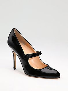 """Manolo Blahnik Campy Patent Leather Mary Jane Pumps - Sex and the City's """"Urban Myth"""" shoe Mary Janes, Manolo Blahnik Heels, Mary Jane Pumps, Dream Shoes, Beautiful Shoes, Me Too Shoes, Fancy Shoes, Fashion Shoes, Fall Fashion"""