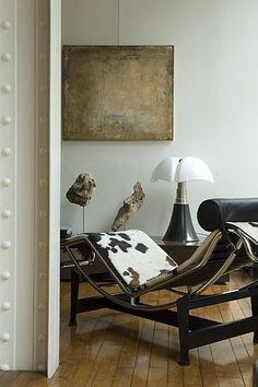 La lampe Pipistrello est magnifié dans cet intérieur façon atelier d'artiste