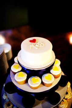 Such a cute wedding cake! Love it! Photo by Mike #Minnesota #weddings #weddingcakes