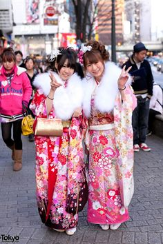 Over 50 pictures of beautiful & colorful kimono on the streets of Shibuya on Coming of Age Day Tokyo Fashion, Asian Fashion, Fashion News, Coming Of Age Day, Furisode Kimono, Street Snap, Tea Ceremony, Traditional Dresses, Japan