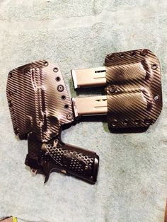 New 1911 holster set from Storm Holsters.  This is how men accessorize!