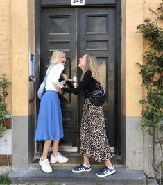 Autumn Dress Style, You can collect images you discovered organize them, add your own ideas to your collections and share with other people. Look Fashion, Fashion Outfits, Womens Fashion, Fashion Trends, Looks Style, Style Me, Mode Grunge, Look Boho, Dress With Sneakers