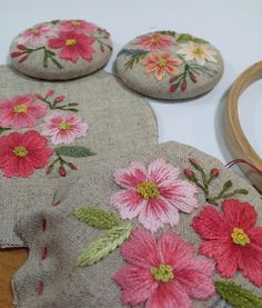 #embroidery #handmade #프랑스자수 #야생화자수 #브로치#바늘 놀이는 언제나 즐겁당~~^^ Hand Embroidery Projects, Hand Embroidery Patterns, Embroidery Techniques, Embroidery Designs, Silk Ribbon Embroidery, Embroidery Needles, Cross Stitch Embroidery, Fabric Embellishment, Embroidered Flowers