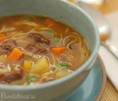 Minestrone - Terapia de panel The chave para your receita nrrr sopa delaware lentilha A Soup Recipes, Cooking Recipes, Healthy Recipes, Confort Food, Soups And Stews, Italian Recipes, Love Food, Food Porn, Food And Drink