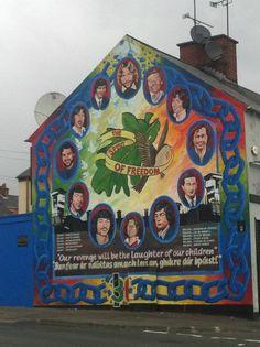 Derry, North Ireland Irish Republican Army, Irish English, The Ira, Irish Roots, Irish Eyes, Fighting Irish, Freedom Fighters, Street Artists, Belfast