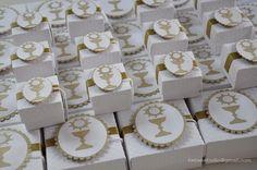 https://flic.kr/p/p4ojx5 | Eucaristia da Mel | Muitos mimos para os convidados: convites, caixas para os padrinhos, igrejinhas para docinhos, garrafinhas de água benta e tercinhos, caixinhas para pães de mel e caixinhas para uma trufa.
