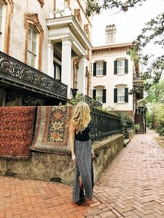 If you and your friends are on the hunt for that next trip of a lifetime, let these epic girls getaway ideas provide some major inspiration! Visit Savannah, Savannah Chat, Savanna Georgia, Travel Usa, Travel Tips, Travel Destinations, Usa Roadtrip, Solo Travel, Travel Guides