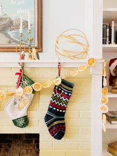 Add some eco-friendly color and charm to your holidays with a simple DIY orange garland and citrus ornaments. Perfect for the fireplace or sunlit window. Handmade Ornaments, Handmade Christmas, Homemade Christmas Decorations, Holiday Decor, Orange Ornaments, Gingerbread Village, Paper Balls, Ornament Tutorial, Jingle All The Way