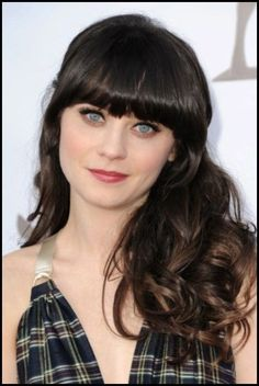 Another good example to advise on the trend of bangs, such as summer cut and hairstyle A bet on open fringes. Zooey Deschanel wears spectacular bangs Haircuts for square face 2018 [PHOTOS] – Long cut with bangs and Here… Continue Reading → Long Hair With Bangs, Haircuts With Bangs, Haircut Bangs, Spring Hairstyles, Cool Hairstyles, Hairdos, 2018 Haircuts, Hair 2018, Plaits
