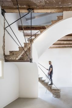 "archatlas: ""Casa Arimon by García-Durán & EquipoRenovation of a modernist home. Interior renovation of the Arimon home in Sabadell, for Plàcid Garcia-Planas. Special emphasis was placed on the. Stairs Architecture, Architecture Details, Interior Architecture, Interior Stairs, Interior And Exterior, Balustrades, Urban Decor, Modern Stairs, Rustic Stairs"