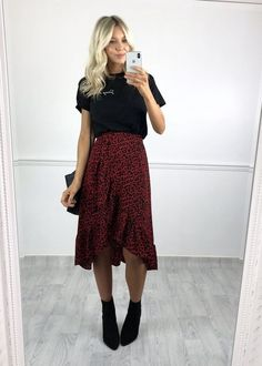 12 Beautiful Midi Skirt Outfits you should try! – Modernista life - 12 Beautiful Midi Skirt Outfits you should try! – Modernista life Source by sarahkumkey - Mode Outfits, Dress Outfits, Fall Outfits, Summer Outfits, Casual Outfits, Fashion Outfits, Skirt Outfits For Winter, Fashion Skirts, Womens Fashion