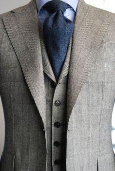 3 piece, lapel roll, blue and grey - - vielleicht eine Inspiration für Ihren nächsten Traumanzug / Ihr nächstes Traumsakko? Mehr unter www.jk-masskonfektion.de - der Maßkonfektionär mit Heimservice in Baden