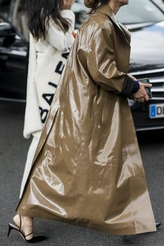 CR Fashion Book - C'EST CHIC—STREET STYLE MOMENTS FROM PARIS FASHION WEEK 2016
